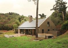 Botlierskop Self-catering Bush Villas op die Tuinroete wag om jou welkom te heet! Catering, Shed, Outdoor Structures, Cabin, Luxury, House Styles, Villas, Cottages, South Africa