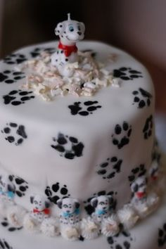 101 dalmatians party-- AH!!! I would have LOVED this as a kid. Actually, I would stil love it now.