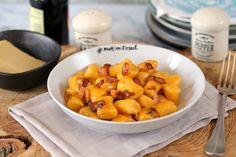 Mamma mia! Itt a carbonara gnocchi!   Street Kitchen Mamma Mia, Naan, Gnocchi, Fruit Salad, Sweet Potato, Pork, Potatoes, Stuffed Peppers, Vegetables