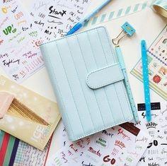 努力了一天,一條一條寫下覺得自己「做得好!」的事情吧! 要讚美自己可能感覺害羞,但沒關係這是寫日記。(基本上只有自己看得到~) 這是個只有你看得到的秘密天地⋯⋯即使誇獎自己,也不會有任何人有意見。  此外,也寫下覺得自己有所成長的地方吧! 「今天有○○,當下自己做出△△的行動,感覺比以前成長了」像這樣的感覺寫下來就OK了。 把成長的部分寫下來,不只是以後更方便與以前的自己做比較,也或許能有新的發現喔!