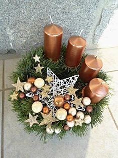 Get some amazing ideas on Christmas candle decorations. We have all you need to inspire yourself and create some gorgeous candle centerpieces. Christmas Candle Centerpieces, Advent Candles, Christmas Arrangements, Christmas Candles, Centerpiece Decorations, Xmas Decorations, Floral Centerpieces, Floral Arrangements, Christmas Advent Wreath