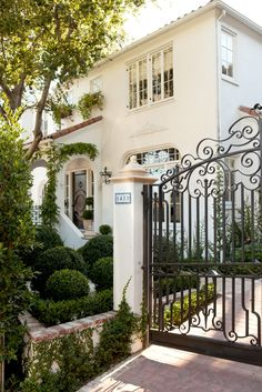 This Hollywood Hills home is the perfect shade of white! - Mark D. Sikes