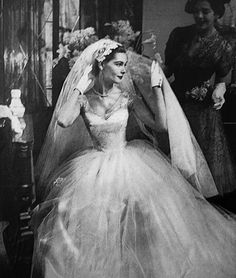 Stunning 1950's bride, Her waistline is sooo Tiny..