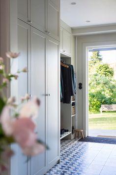 Hallway Inspiration, Hall Closet, Villa, Laundry Closet, Laundry Room Design, Other Rooms, Creative Decor, Mudroom, Diy Home Decor