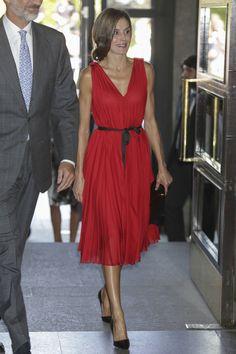 Letizia Ortiz transforma un vestido con tan solo un lazo