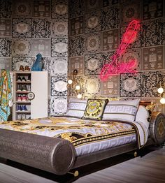 Versace Home Collection Gianni Versace House, Versace Home, Bedroom Bed Design, Home Bedroom, Cool Beds, Awesome Beds, Versace Furniture, Versace On The Floor, How To Dress A Bed