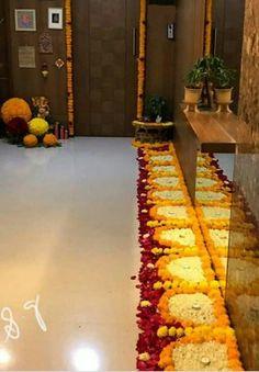 Simple Rangoli Designs Images, Rangoli Designs Flower, Colorful Rangoli Designs, Rangoli Designs Diwali, Diwali Rangoli, Flower Rangoli, Beautiful Rangoli Designs, Flower Mandala, Flower Petals