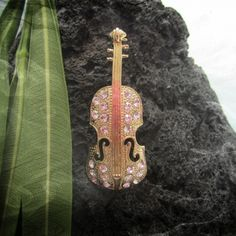 Violin Pin Brooch  Fashion Gold Colour Plated Alloy Violin Musical Instrument Women Pin Brooch with crystal stones.  Funky & fab brooch to add a touch of glamour to any outfit!  Weight: 12.50 grams (0.43 ounce) Height: 5.50 cm (2.16 inch) Width: 2.20 cm (0.86 inch)  - See more at: http://www.musicjewelleryonline.uk/product/violin-pin-brooch?tid=23#sthash.2r4T1qfz.dpuf