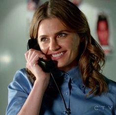 Detective Beckett talks to her PI husband