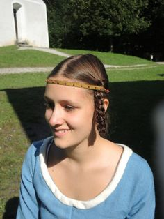 Middle Ages, Veil, Braids, Hair Styles, Outfits, Beauty, World, Hair Makeup, Kleding