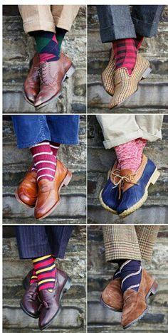Sobre as meias estampadas, coloridas e diferenciadas, que são peças perfeitas para completar certas produções básicas e que os homens estão começando a apostar muito nesse estilo de meia nos mais diferentes estilos de looks.