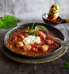 Borssikeitto ja syrnikit - makumatka Venäjälle - Himahella I Foods, Thai Red Curry, Ethnic Recipes, Soups, Photos, Pictures, Soup
