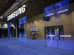 The Samsung store is across from the Nanhing East Road Apple Store & no shame on Koreans of course. The post Samsung: opens first store in Shanghai, & Apple Store! appeared first on GEARCOUPON. Blockchain, Galaxy S8, Samsung Galaxy, Samsung Store, Transparent Screen, Signage Display, Business Magazine, Digital Signage, Self Driving