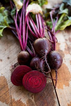 Germ 5-10 days Heirloom 1892 Has been the leading crop beet for the last 20 years, but has been grown for over 100 years. The crimson of the flesh also shows in the leaves. Large, smooth roots are pro