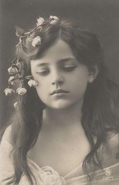 ... Vintage Children Photos, Vintage Girls, Vintage Images, Antique Pictures, Old Pictures, Old Photos, Old Photography, Portrait Photography, Photo Postcards