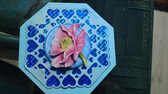 blauwe kaart met bloem