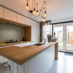 Home Interior, Kitchen Interior, Interior Design, Luxury Kitchens, Home Kitchens, Kitchen Bar Design, Hidden Kitchen, Small Modern Home, Kitchen Family Rooms