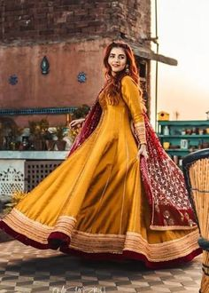 Pakistani Party Wear Dresses, Simple Pakistani Dresses, Pakistani Wedding Outfits, Pakistani Dress Design, Fancy Dress Design, Stylish Dress Designs, Bridal Dress Design, Stylish Dresses For Girls, Wedding Dresses For Girls