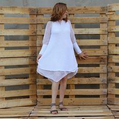 """Biała bawełniana sukienka z kolekcji """"ASYMETRIA"""" rozm.36-44 robiona na drutach, a wykończenia na szydrłku"""