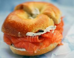 bagel with lox & cream cheese. I could seriously eat this every day. Add some lettuce tomatoes and alfalfa sprouts. Too bad sockeye salmon is sooo expensive Lox And Bagels, Cheese Bagels, New York Essen, Philadelphia, Smoked Salmon Bagel, Salmon Lox, Sockeye Salmon, New York Bagel, Ny Bagel