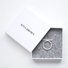 Mna Brown minimal ring by Tao of Sophia | Minimal + Chic | @codeplusform