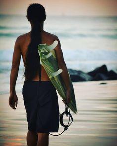 A surfer preparing to hit the waves at  snapper rocks in Coolangatta NSW Australia #snapperrocks #snapperrockssurfing #goldcoast #quicksilverpro #roxy #roxypro #adventure #roadtrip #roadtripadventures #live #livelife #surf #surfers #surfing #happylife #happy #peace #greatoceanroad @greatoceanroad #amazing #austrailia #amazingadventure @butterfly_girl by d_rock_of_valpo