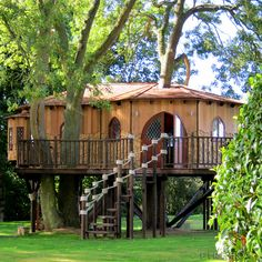 A British design company, Blue Forest, just finished developing 'Living the Highlife', a tree house project which is dedicated to the family. The house consists Beautiful Tree Houses, Cool Tree Houses, Beautiful Homes, Beautiful Places, Tree House Designs, Blue Forest, In The Tree, 10 Tree, Deco Design