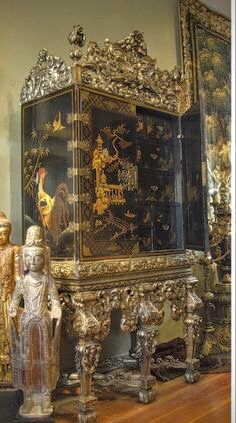 Chinoiserie home decor in Chinese Chippendale style cabinet Asian Furniture, Chinese Furniture, Oriental Furniture, Furniture Styles, Antique Furniture, European Home Decor, Asian Design, Asian Decor, Asian Art
