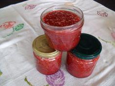 Dans le bol thermomix5 mettre 800 g de fraises , une bonne poignée de menthe , 800 g de sucre et le jus d'un citron programmer à 100° pendant 30 min.