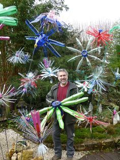 Flowers fleurs géantes lumineuses It is a luminous installation composed of giant flowers made from thousands of recycled multicolored … Plastic Bottle Tops, Plastic Bottle Flowers, Plastic Bottle Crafts, Plastic Art, Recycle Plastic Bottles, Recycled Garden, Recycled Crafts, Diy Crafts, Sensory Garden