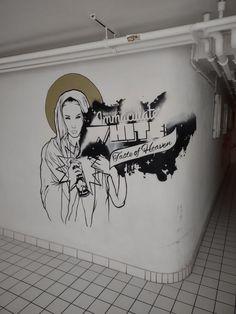 Idées déco du centre culturel l'Eden, graffiti pour décorer les toilettes Graffiti, Home Decor, Cultural Center, Decoration Home, Room Decor, Home Interior Design, Graffiti Artwork, Home Decoration, Interior Design
