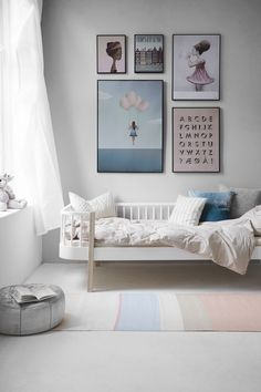 Oliver Furniture Bettsofa / Tagesbett Wood cm Weiß / Eiche Children's and youth rooms do not Minimalist Kids, Minimalist Bedroom, Deco Kids, Kids Room Design, Little Girl Rooms, Kid Spaces, Space Kids, Play Spaces, Small Spaces