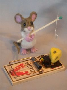 Needle Felted Mouse fishing for cheese by Laurie Valko Needle Felted Animals, Felt Animals, Funny Animals, Cute Animals, Wet Felting, Needle Felting, Hamster, Felt Mouse, Cute Mouse