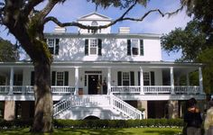 I would just die if I ever got to live in a plantation house...I secretly want to be Scarlett O'Hara!  =)
