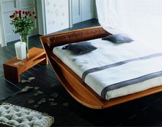 Emiselene is a truly striking designer bed, modern and glamourous. The curving stucture incorporates an ingenious concealed storage space. The industrial project focused mostly on aspects related to the concept of sustainable development and respect