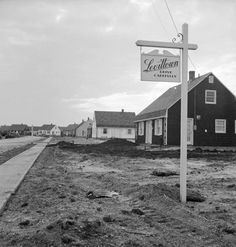 "Photo taken of Levittown as it was being built in the late 1940s. ""Levittown houses sold for between $7,000 and $9,000 with payments as low as $57 a month. In all, 17,447 homes were constructed in Levittown between 1947 and 1951."" (Via House Crazy)"