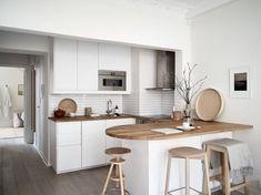 Home in a calm color palette Interior Ikea, Interior Blogs, Nordic Interior, Interior Design, Sofa Gris, Küchen In U Form, Design Scandinavian, Scandinavian Interiors, Kitchen Dining