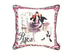 Декоративная подушка с ретро-рисунком Элегантные леди-2, без сомнения, понравится современным леди.