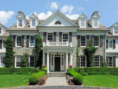 New exterior brick house colors columns ideas Colonial Mansion, Colonial Exterior, House Paint Exterior, Dream House Exterior, Exterior House Colors, Modern Exterior, Wall Exterior, Cottage Exterior, Facade Design