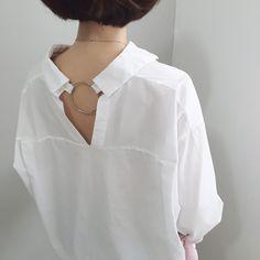 Fabulous back detail Collar Designs, Blouse Designs, White Fashion, Boho Fashion, Womens Fashion, Shirt Collar Styles, Rare Clothing, Formal Wear Women, Fashion Details