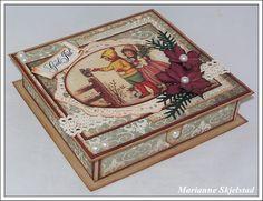 Her er to sjokoladeesker jeg har laget, med plass til Freias melkehjerter. Altered Boxes, Altered Art, Handmade Christmas Decorations, Christmas Crafts, Paper Cards, Decorative Boxes, Baby Shoes, Scrapbooking, Tutorials