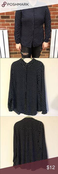 Liz Claiborne black & white collared button down This shirt has been worn only once or twice, it's like new! Great for career wear Liz Claiborne Tops Button Down Shirts