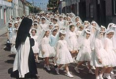 ~I went all through school without having a nun teacher.cept for religion in secondary school. Brings back my Catholic school days ~ Première Communion, Holy Communion Dresses, First Holy Communion, Communion Gifts, Irish Catholic, Roman Catholic, Catholic Churches, Catholic Art, School Memories