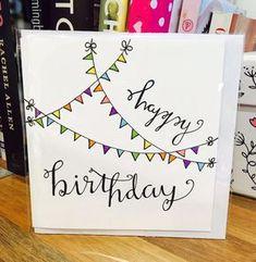 klappkarte basteln, viele bücher, girlande zeichnen, bunte dreiecke, geburtstag, selbstgemachte geburtstagskarte
