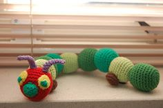 Caterpillar free pattern (Dutch) Scroll down for the pattern school thema school school Crochet Gratis, Crochet Patterns Amigurumi, Diy Crochet, Crochet Ideas, Crochet Baby Toys, Crochet Animals, Yarn Crafts, Diy And Crafts, Knitting Club