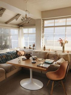 model ally walsh's cozy built-in dining nook. Dining Nook, Dining Table, Kitchen Banquette, Banquette Seating, Eclectic Bathroom, Eclectic Decor, Interior And Exterior, Interior Design, Inspiration Design