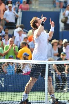 Andy Murray celebrates after defeating Tomas Berdych to reach his second US Open final. Le Tennis, Andy Murray, Tennis Stars, Sports Photos, Winter Olympics, Tennis Players, Winter Sports, Champion, Sporty