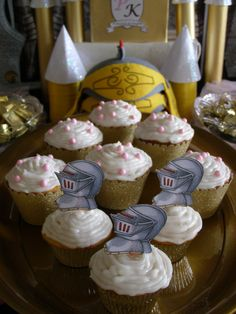 Princess and Knight Party Cupcakes. So easy to decorate and they look fabulous on the table.  #princessknightpartyideas