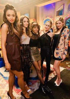 Legends Of Tomorrow Cast, Legends Of Tommorow, Wish Right Now, White Canary, Dc Tv Shows, Cw Series, Supergirl And Flash, Big Hugs, Orange Is The New Black
