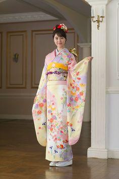 京都きもの友禅【公式】(@kimono_yuzen)さん | Twitter Japanese Outfits, Japanese Fashion, Japanese Clothing, Kimono Fashion, Fashion Outfits, Just Style, Yukata, Beautiful Person, Japanese Kimono
